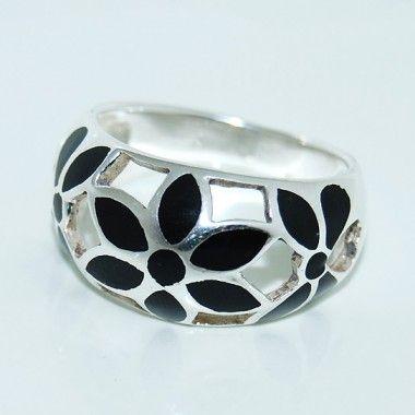 Anillo para la mujer de plata de ley con nacar #platadeley #avyva #complemento #anillo #anillos #regalo www.avyva.es
