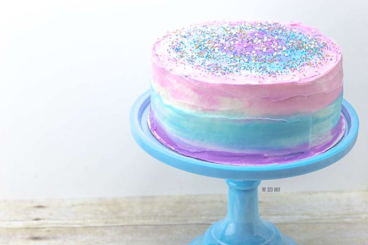 This is an easy Galaxy Cake tutorial that everyone can make at home. Change out the colors to go with your party theme. Learn how to make it now!