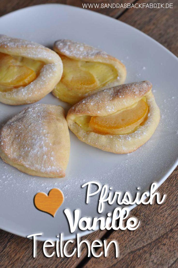 Diese leckeren Pfirsich Vanille Teilchen sind einfach zu machen und schmecken so lecker. Ob zum Kaffee oder zum Frühstück - damit fängt der Tag gut an!