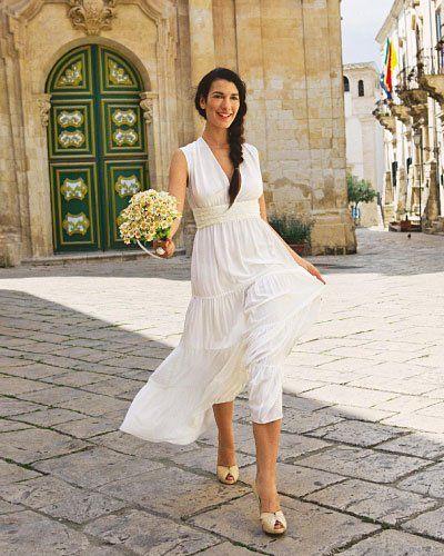 Hochzeitskleid zum Selbernähen Weiße Seide und um einen Volant länger - so sieht das Sommerkleid mit Stufenrock als feines Brautkleid aus.