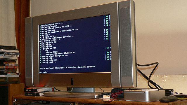 My Intel-powered Mac Mini Core Duo, running Gentoo Linux (2006.0). It's got a wireless keyboard and mouse hooked up to it (not pictured). http://suamaytinh3t.com/sua-chua-may-tinh-tai-nha-ha-noi/ Trung tâm sửa chữa máy tính tại nhà Hà Nội . Hotline: 094.805.8838