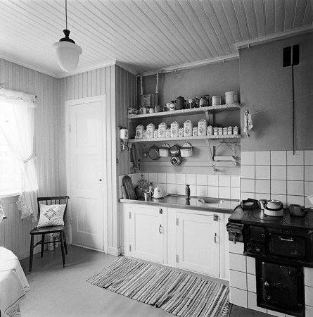Stockholms digitala stadsmuseum — Interiör av kök i provisorisk bostadslänga. Vanadislunden.