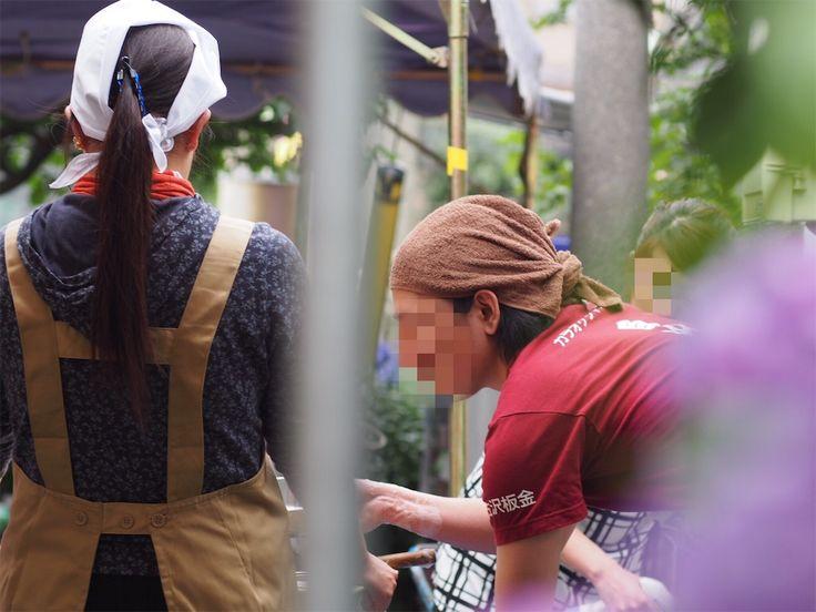 2016.06.12  #東京都 #文京区 #白山神社 #あじさい祭り     あじさい祭りをやっていました。 あじさい祭りがあったので行ってきました。  基本的に肖像権があるので人は撮らないのですが、この3人の男女(赤シャツが男性)が良くて、つい撮ってしまいました。モザイクがないオリジナルは、良い雰囲気です(^^)