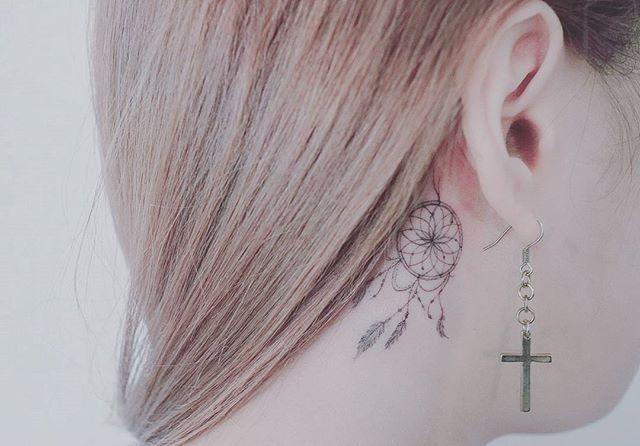 . 좋은 꿈만 꾸세요 . #tattooer_baam #baam_tattooing . #tattoo #타투 #tattooing #문신#ink#minitattoo #미니타투 #여자타투 #귀뒤타투#드림캐쳐타투 #드림캐쳐 #dreamcahtcher#drawing#illustration #illust #doodle #포인트타투 #girlytattoo