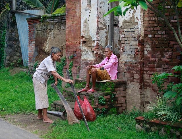 Bali, Amed - 2 old ladies