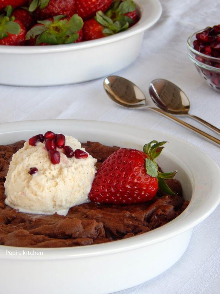 Σοκολατένιο Γλυκό για Δύο http://pepiskitchen.blogspot.gr/2015/02/sokolatenio-glyko-gia-dyo.html