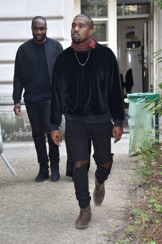 Bandana. Macho Moda - Blog de Moda Masculina: Bandana no Visual Masculino, pra inspirar! Moda Masculina, Moda para Homens, Roupa de Homem, Kanye West, All Black, Calça Rasgada, Bandana Vernelha, Bota Chelsea Marrom, Colar Masculino