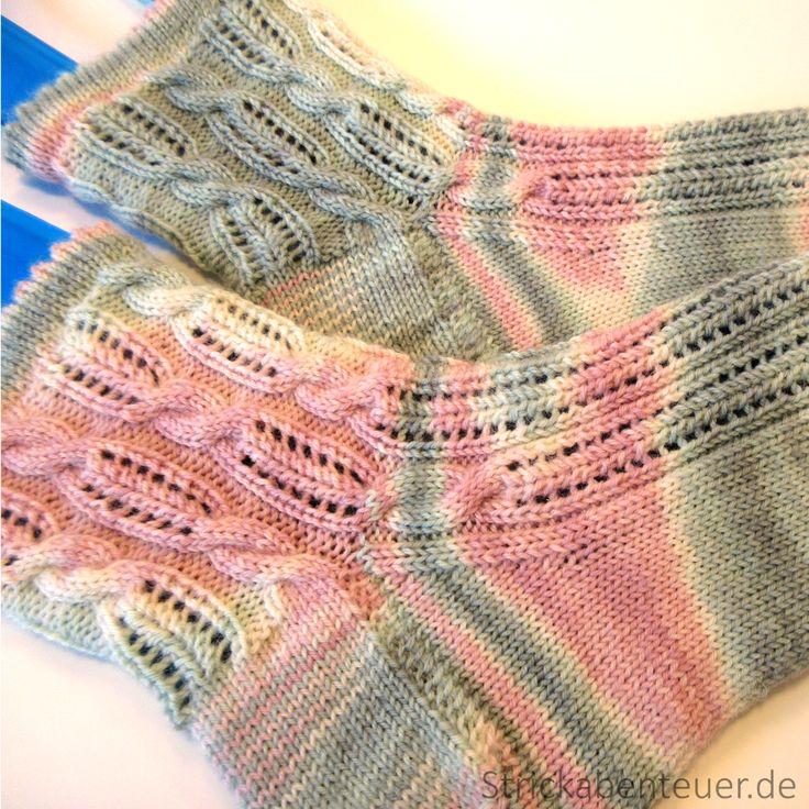 Sehnsucht nach Sonne, Wärme und endlich keine dicken Jacken mehr tragen zu müssen. Mit diesem Gefühl im Bauch gefiel mir der Gedanke sommerliche Socken zu stricken und mein Wahl fiel auf das Muster Summer!.