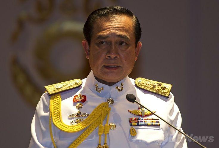 タイ・バンコク(Bangkok)の軍本部で記者会見する、「国家平和秩序評議会(National Council of Peace and Order、NCPO)」議長に就任したプラユット・チャンオチャ(Prayut Chan-O-Cha)陸軍司令官(2014年5月26日撮影)。(c)AFP/PORNCHAI KITTIWONGSAKUL ▼10Jun2014AFP|タイ、クーデター主導の司令官が作詞「幸福」のバラード http://www.afpbb.com/articles/-/3017290 #Prayut_Chan_O_Cha #Prayuth_Chan_ocha