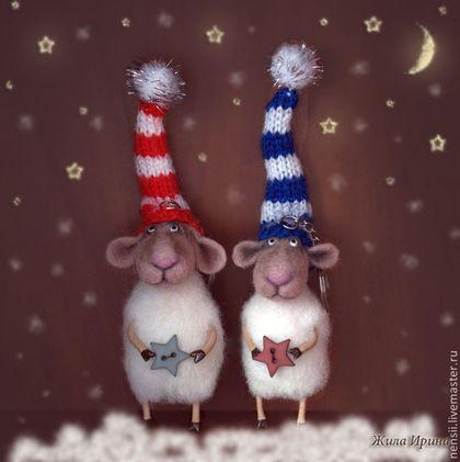 Игрушки животные, ручной работы. Ярмарка Мастеров - ручная работа Брелочки овечки новогодние. Handmade.