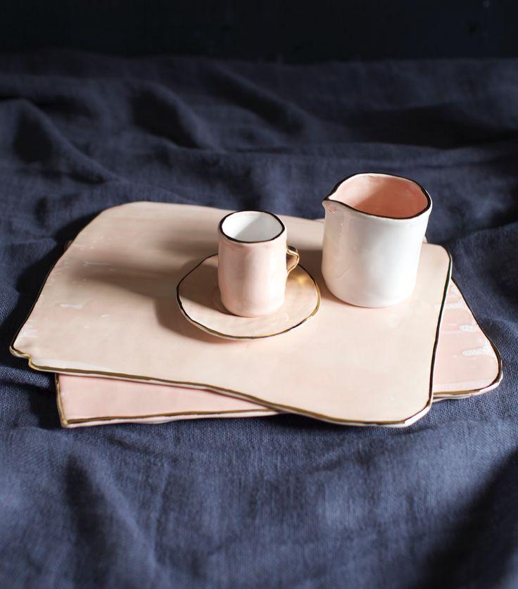 Mini taza y plato de café rosa de Rue Vintage