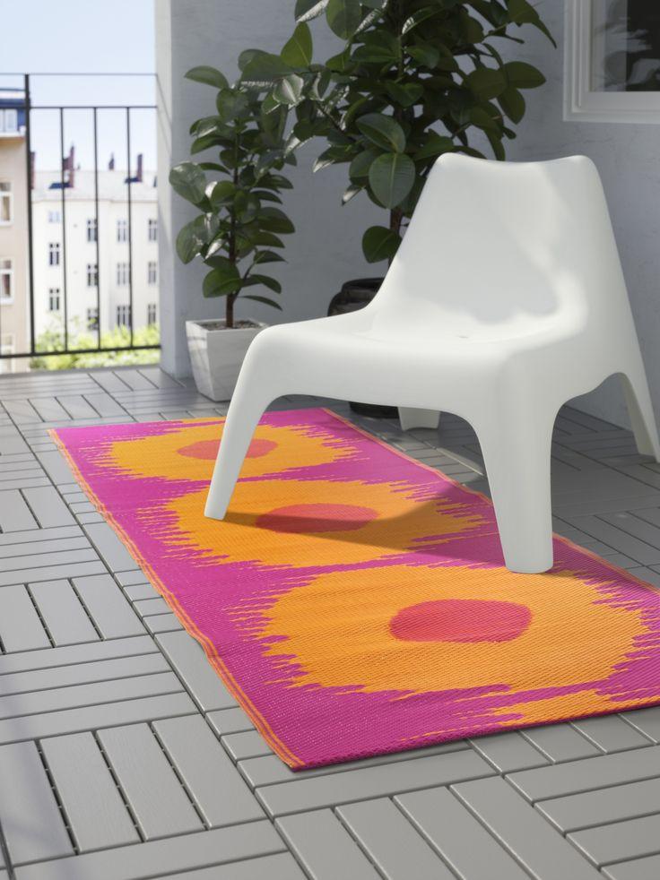SOMMAR 2017 vloerkleed | IKEA IKEAnederland IKEAnl nieuw decoratie accessoires buiten outdoor balkon urban trendy hip design stoel vloerkleed tapijt zomer lente