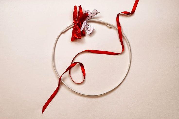 Baiciurina Olga's Design Room: Simple Hand Made Christmas wreath-Простой новогодний веночек из лент