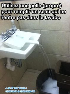 Que ce soit un seau ou un arrosoir, ça ne rentre pas dans l'évier. Heureusement voici une astuce pour le remplir sans en mettre partout ! L'astuce est tout simple mais il fallait y penser. Il suffit d'utiliser une pelle (propre) pour faire couler l'eau dans le seau.  Découvrez l'astuce ici : http://www.comment-economiser.fr/remplir-seau-eau-rentre-pas-evier.html?utm_content=bufferca053&utm_medium=social&utm_source=pinterest.com&utm_campaign=buffer