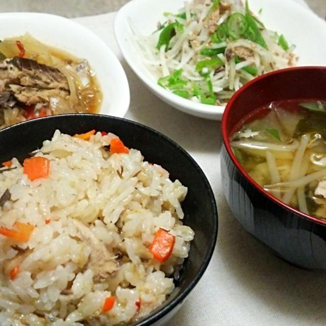 メイン食材は、サバ水煮缶1個ッ‼  今日の献立表~✨ サバ炊き込みご飯、 サバじゃが、 サバ&大根&ピーマンサラダ、 サバ入り味噌汁。  サバ水煮缶て、 使えるコ~(。-∀-)ニヤ♪  今日はサバ缶料理、 和風バージョンでしたッ‼  洋風も近々アップします~(*・ω・)♪ - 154件のもぐもぐ - サバ水煮缶1コで4品~の晩ごはん✨ by kazkon3
