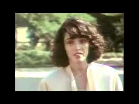 /NAGYON SZÉP FILM !!/Felhővalcer (Cloud Waltzing, 1987) Egy anorexiás amerikai lány ki akar lépni apja keményfejűségéből és cégéből, ahol soha nem érezte jól magát, mert nem tudt...