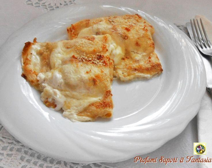 Le crespelle gratinate con prosciutto e provola dolce è un piatto sempre più che gradito, saporito e delicato! Ed è facile da fare!