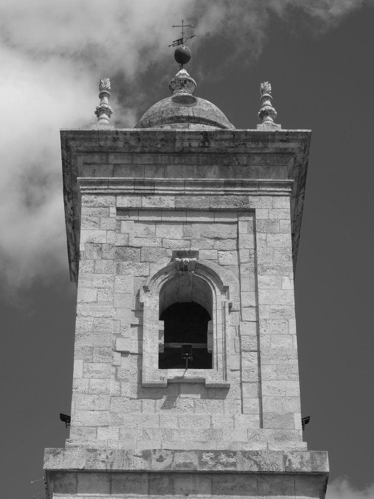 Iglesia de la Asunción. Cuerpo de campanas de la torre. Estas fueron  fundidas en abril de 1938 para fabricar cañones.