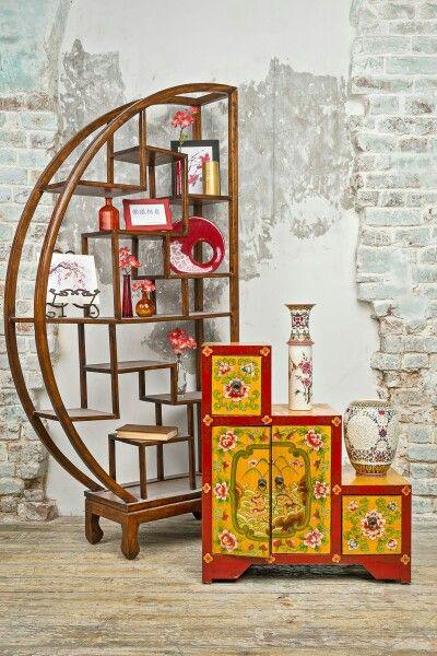 """BF-20017 - До-бао-гэ-фэн - стеллаж """"несметных сокровищ"""" полукруглый. Династия Мин  Оригинальный стеллаж можно использовать как по одиночно, так и в паре расположив их симметрично. На такую мебель удобно разместить декор или любимые вещи: сувениры, статуэтки, вазы, книги, рамки с фото…  Традиционная китайская мебель изготавливается вручную. Поэтому указанные габариты, как и цвет, может отличаться. Это добавляет ей эксклюзивности, так как в каждый предмет мастер вкладывает частичку своей…"""