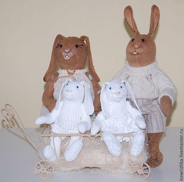 Купить Зайцы. Счастливое семейство - бежевый, подарки на годовщину, зайцы, зайка тедди, зайцы тильда