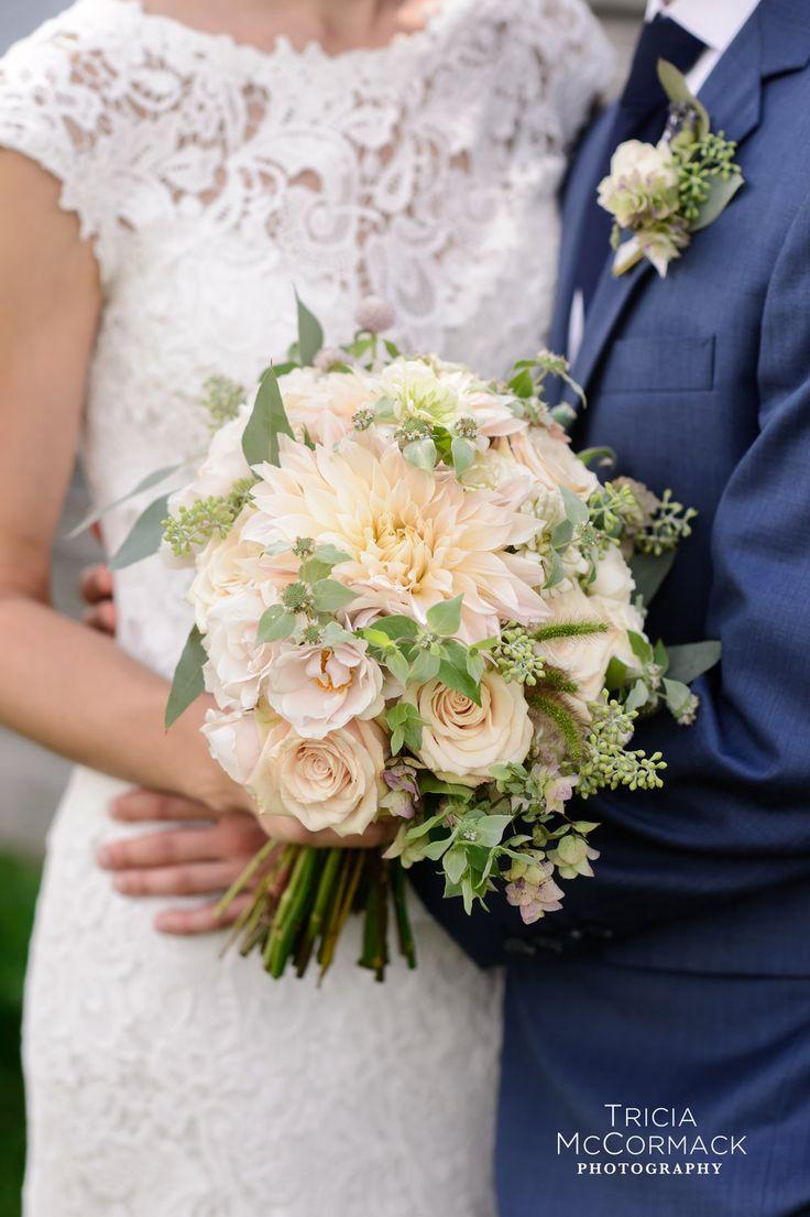 Crocus Hale Flowers #berkshirewed #berkshireweddingcollective #weddingflowers #florist