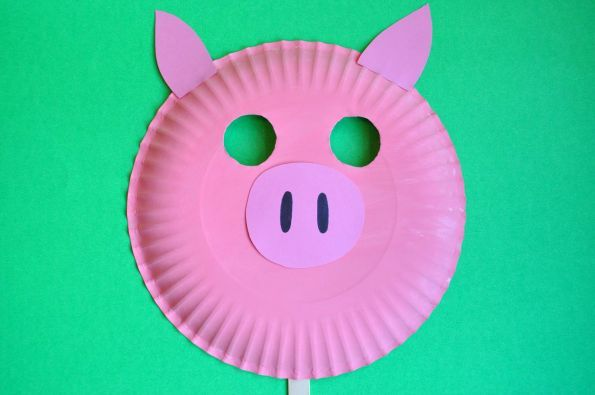 Pig Mask out of paper plate for 3 little pigs