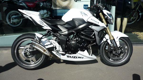 GSR 750 white custom