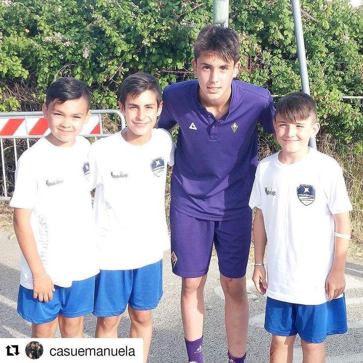 Repost!  I ragazzi della Star Sport posano con il campione della @acffiorentina  #Torneomanlioselis #LeCoqSportifCup #SeliStars