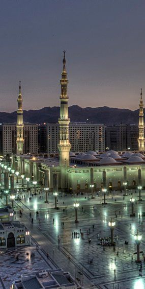 Masjid Nabawi, Medina, Saudi Arabia (by Jun Qatar, on Flickr)