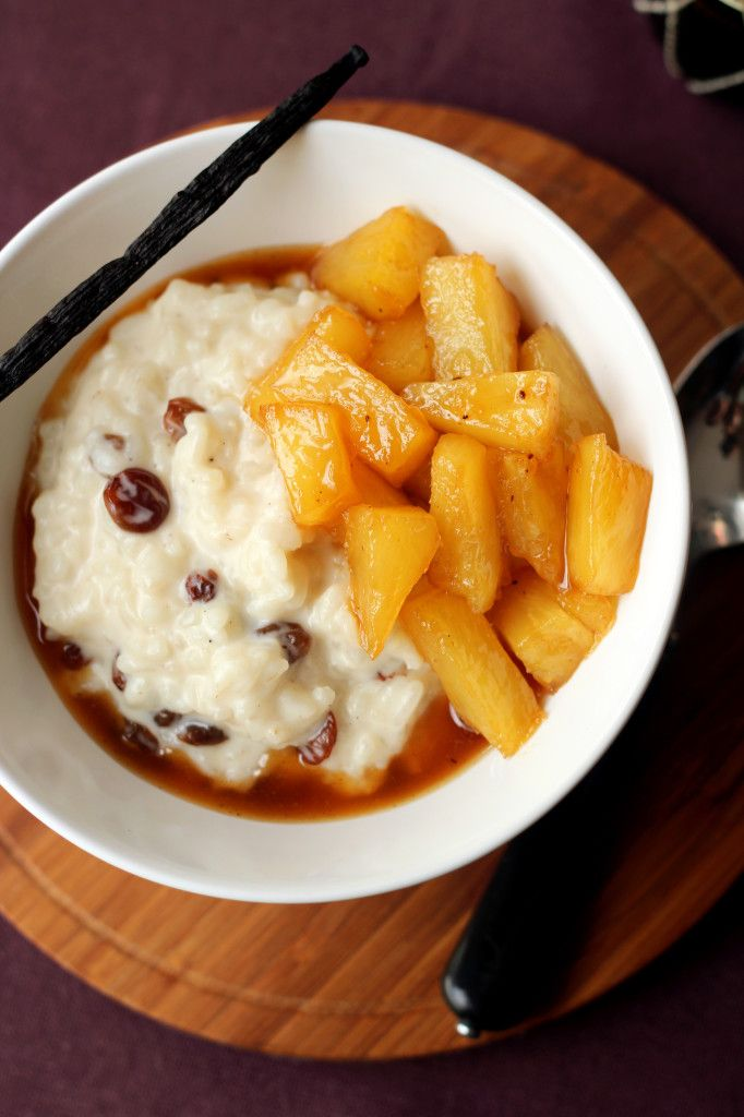 Coconut rice pudding with pineapple caramelised in brown sugar and dark rum (in Polish)