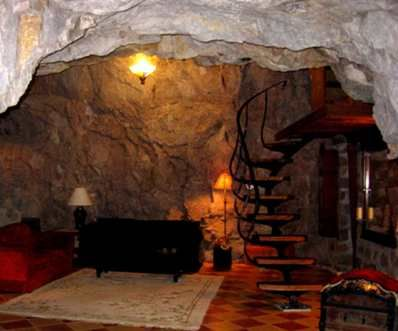 Rather like the living room in Morfael's school in Otherkin, complete with stairs up to his mysterious room...