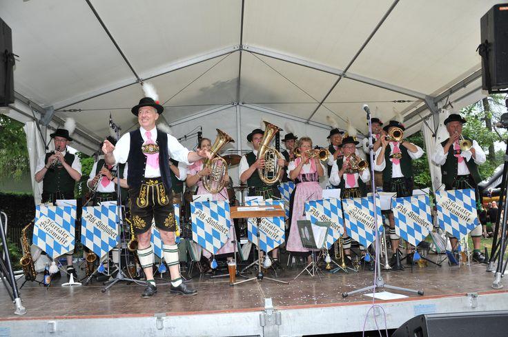 Adi Stabhuber und seine Isartaler #Blasmusik sind am dritten Tag des Buchenhainer Waldfest im #Biergarten an der Isar am 19. Juli 2015 #München #Veranstaltungen