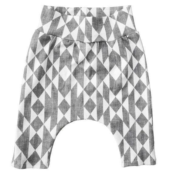 Baby harem broekje met grafische aztek print   grijs wit unisex baby leggings   monochrome