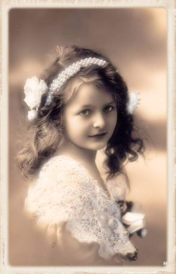 Brocante Brie, bewerkte vintage foto meisje