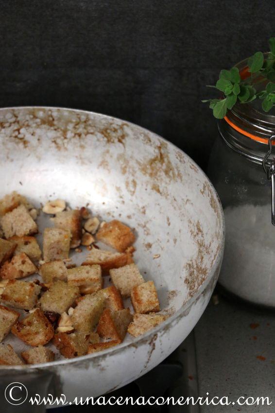 Fare la spesa, cucinare, mangiare e non sprecare; insalata di pane