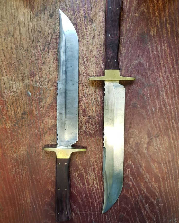62 отметок «Нравится», 4 комментариев — James (@jamesrhodessheffield) в Instagram: «These 2 identical bowie knives were given to me by one of the greatest knife makers in the last 100…»