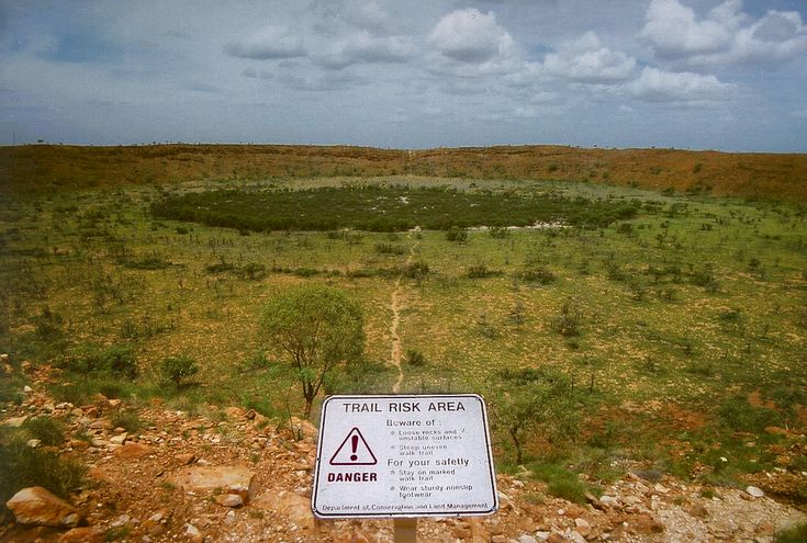 Wolfe_creek_crater.jpg  Australia