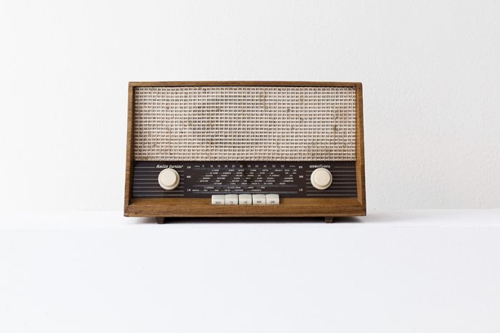 "Emeka Ogboh, ""PLAYBACK. The African Union: 20 to 20,000 Hz."", 23 October 2015 – 10 January 2016, ifa Gallery Berlin. Old radio. Image courtesy the artist and ifa Gallery Berlin."