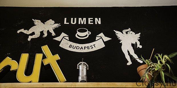 Lumen galéria és kávézó – művészet a Mikszáth téren Ha szeretnéd a kávédat egy kulturális negyedben eltölteni kedves pincérek és nyüzsgő diákok közt, akkor ezt a helyet neked találták ki !