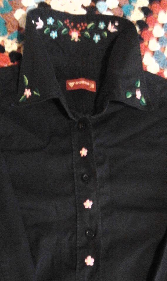 Egyszerű fekete blúz - kalocsai hímzéssel