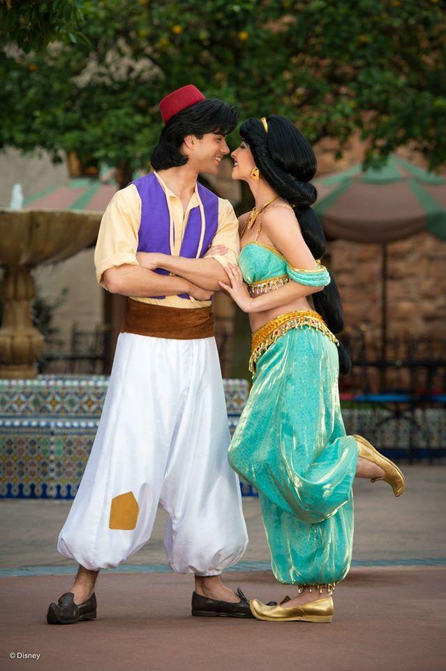 Aladdin and Jasmine Photopass