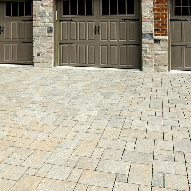 Driveway and walkway landscape. Project application using Hydr'eau Pave pavers. Color: Hydr'eau Pave Silversand by Oaks Landscape Products.