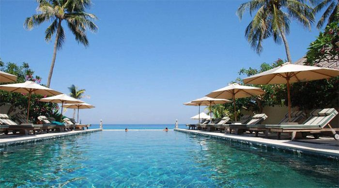 Mycket efterfrågat och barnfritt ADULTS ONLY (ej tillåtna barn 0-12 år) Boutique & Design Spa Resort bestående av tre delar: Puri Mas Beach Resort & Spa (avser paketpris), Puri Mas Private Villas & Puri Mas Spa & Wellnes Resort (priser på request). Hotellet har ett mycket lugnt och fridfullt läge ca 2 km norr om välkända Senggigi Beach Area med närhet till Bangsal Harbour & Gili Islands (Air, Meno & Trawangan). Även POOLVILLAS mot tilläggspris är möjligt.