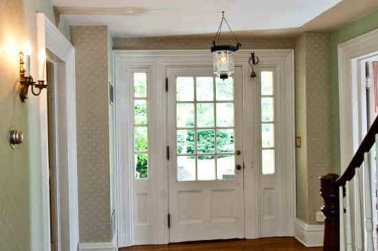 Best 25 center hall colonial ideas on pinterest for Colonial foyer ideas