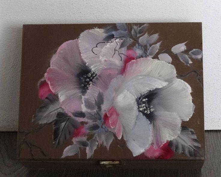 www.diensdesign.com #etsyshop  #wooden tea box #vintageteabox #teabox #hightea #oilpaintedroses #floralprint #floral #bouquet #botanicalart #smallbusiness #shopsmall #mothersdaygift #easter http://etsy.me/2FkOfBY
