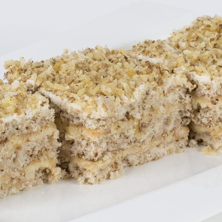 ADRIANA Adriana e o prăjitură care spune povestea unei întâlniri. O întâlnire delicioasă dintre nucă şi vanilie. Mai precis dintre trei foi gustos meşteşugite din nucă şi o cremă de vanilie irezistibil de fină şi aromată. 300g,19 lei doar azi la http://prajiturescu.ro/