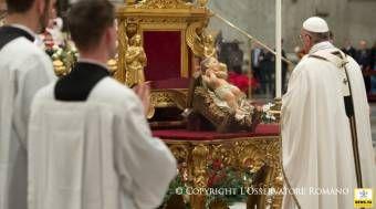 """""""Agradecer y pedir perdón"""" a Dios al concluir el año, alienta el Papa Francisco 31/12/2014 - 01:07 pm .- Al presidir la celebración de las primeras Vísperas de la Solemnidad de María Santísima Madre de Dios y Te Deum de agradecimiento por el año que culmina, el Papa Francisco alentó a los fieles a """"agradecer y pedir perdón"""" a Dios."""
