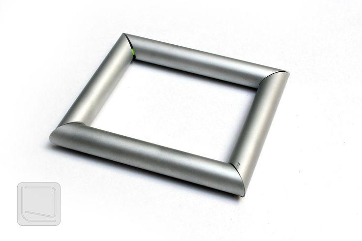 Minimalistický+náramek-+Squero+Stylový+originální+náramek+s+minimalistickým+designem+pro+každého,+kdo+hledá+něco+výjimečného.+Velikost:+82x62mm,+prům.+profilů:+10mm