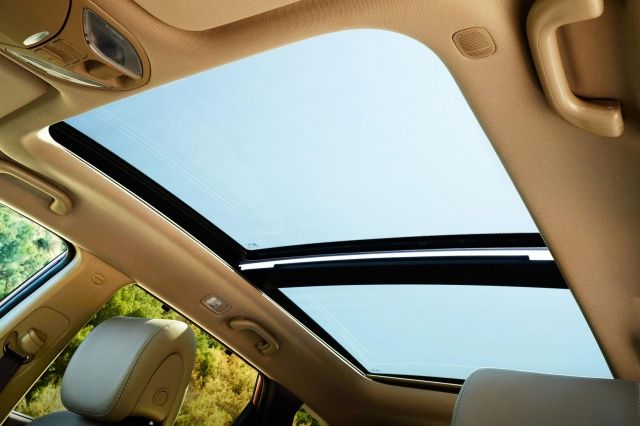 2015 Hyundai Santa Fe Sport review | Digital Trends NOTE: This is the sunroof for the Santa Fe Sport!