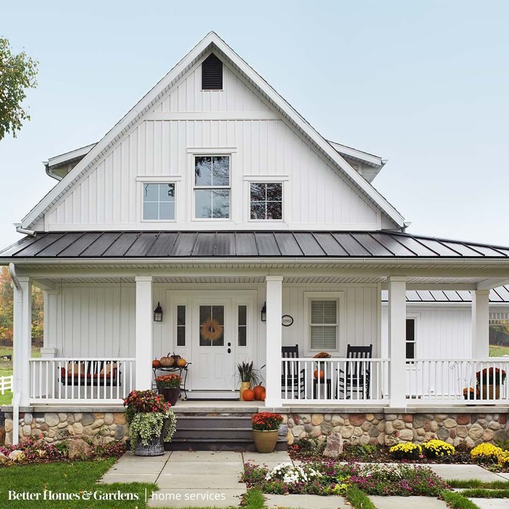 Best 25 roof colors ideas on pinterest roof shingle for Cottage siding ideas